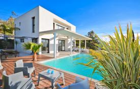 Houses for sale in Cannes. Villa – Cannes, Côte d'Azur (French Riviera), France