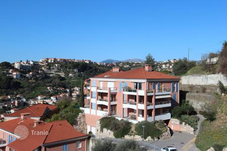 Cheap 1 bedroom apartments for sale in Côte d'Azur (French Riviera). Magnan hills, charming 2 room apartment in a recent residence with pool