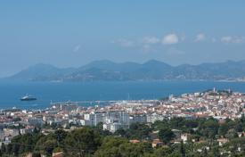 Luxury 5 bedroom houses for sale in Cannes. Cannes — Californie — Panoramic sea view