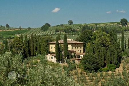 Houses with pools for sale in Tuscany. Villa – Florence, Tuscany, Italy
