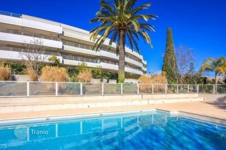 Apartments with pools for sale in Côte d'Azur (French Riviera). Apartment in Nice with a private garden, pool and sea views