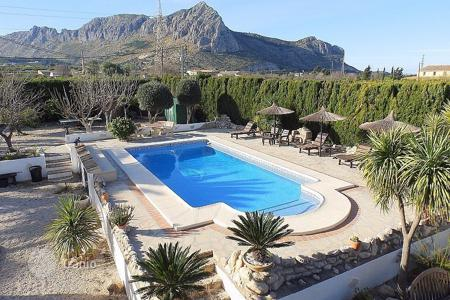 Houses for sale in Beniarbeig. 7 bedroom villa with private pool, garden, solarium, sunbathing area in Beniarbeig