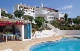 Residential for sale in Lagos. 3 Bedroom Villa with pool in an enviable position, Funchal Ridge near Lagos