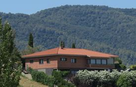 Property for sale in Banyoles. High-quality villa with a garage, a cinema and terraces, Banyoles, Spain