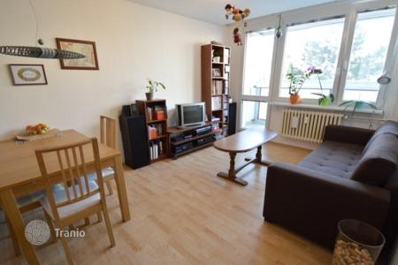 2 bedroom apartments for sale in Prague. Cozy two-bedroom apartment with a balcony near the forest in the fourth district of Prague