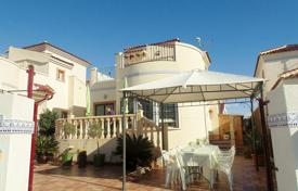Cheap 3 bedroom houses for sale in Guardamar del Segura. Villa in the town of Guardamar del Segura