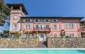 Houses for sale in Pisa. Elegant villa of the XVIII century with a large park, a swimming pool and a tennis court in the immediate vicinity of Pisa