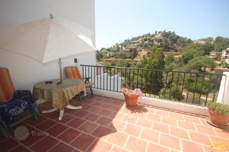 Cheap townhouses for sale in Costa del Sol. Town House for sale in La Quinta, Benahavis
