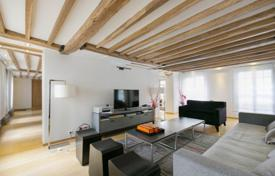 Luxury apartments for sale in Ile-de-France. Quiet and sunny apartment in a secure building in the city center, Paris, France