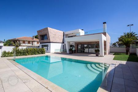 Houses for sale in Dehesa de Campoamor. Luxury villa at 700 metres from the Campoamor Beach
