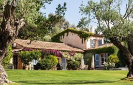 Villas and houses to rent in Gassin. Character properties nestled in greenery