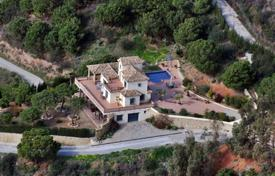Houses for sale in Estepona. RUSTIC STYLE VILLA IN ESTEPONA WITH SEAVIEWS