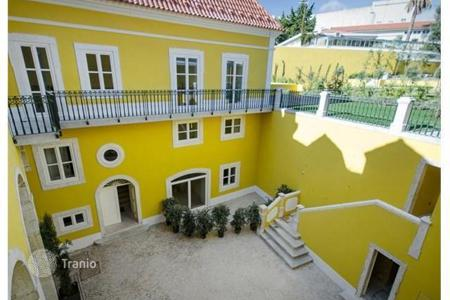 Luxury 6 bedroom apartments for sale in Portugal. 5-roomed flat in a quiet neighbourhood of Lisbon