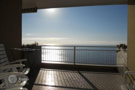 Apartments with pools by the sea for sale in Ospedaletti. Sea view apartment with a terrace, in a residence with a swimming pool and a concierge, near the beach, Ospedaletti, Italy