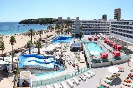 Cheap residential for sale in Majorca (Mallorca). Cozy apartment frontline to the beach in Magalluf, Majorca, Balearic Islands, Spain
