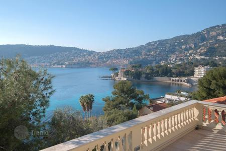 Luxury houses for sale in Saint-Jean-Cap-Ferrat. Villa Belle Epoque style with swimming pool and views of the sea in Jean Cap Ferrat