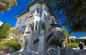 Residential for sale in Cimiez. Historical mansion with a swimming pool, a garden and numerous terraces overlooking the sea, Cimie, Nice, France