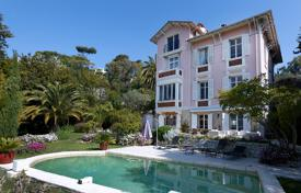Luxury 6 bedroom houses for sale in Le Cannet. Historical family villa with a beautiful garden, a swimming pool and panoramic sea views, Le Cannet, Côte d'Azur