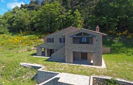 New homes for sale in Italy. Farmhouse for sale in Umbria
