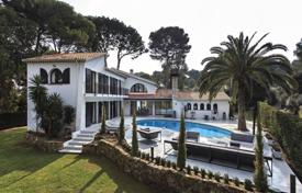 Luxury 4 bedroom houses for sale in Antibes. Cap d'Antibes — within walking distance to the sea