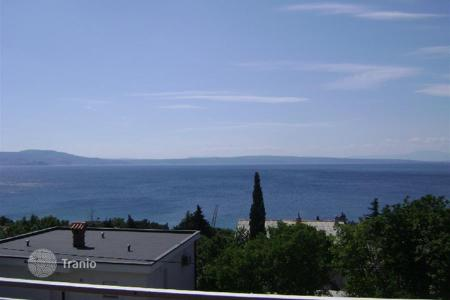 Coastal houses for sale in Novi Vinodolski. House HOUSE ON GREAT LOCATION SECOUND ROW TO THE SEA!