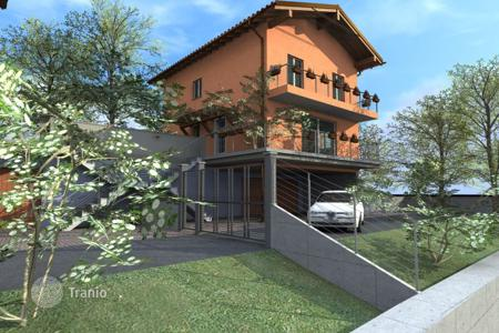 Coastal houses for sale in Vignone. Villa – Vignone, Piedmont, Italy