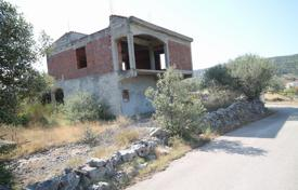 Marina, unfinished house 160 m², plot of land 971 m² for 200,000 €