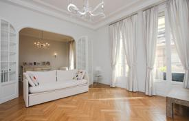 4 bedroom apartments for sale in Nice. Bourgeois apartment with sea views in the heart of Nice