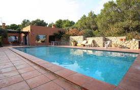 Houses for sale in L'Escala. Spacious villa with a pool and a veranda, close to the beach, L'Escala, Spain