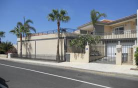 4 bedroom houses for sale in Tenerife. Villa – Callao Salvaje, Canary Islands, Spain
