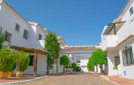 Townhouses for sale in Costa del Sol. Town House for sale in Los Naranjos Country Club, Nueva Andalucia