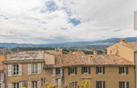 Apartments for sale in Mougins. Mougins — In the heart of the village