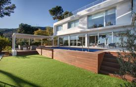 Luxury residential for sale in Costa del Garraf. Modern three-storey villa with spectacular views of the sea and mountains, Castelldefels, Spain