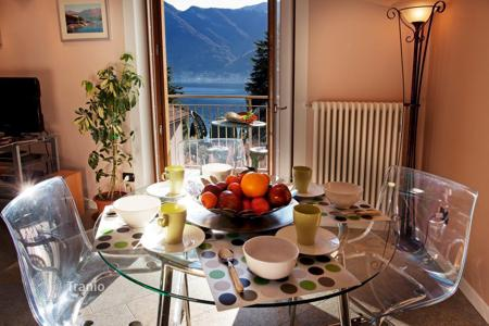 Cheap 3 bedroom apartments for sale in Italy. A new, elegantly decorated and luxuriously furnished apartment in Lenno with a large balcony providing views of theLake