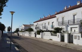 Townhouses for sale in Costa Dorada. Terraced house – Cambrils, Catalonia, Spain