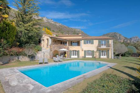 6 bedroom houses for sale in Vence. Vence — Classic Provencal villa