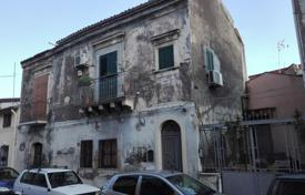 6 bedroom apartments for sale in Italy. Apartments in an ancient palace in the center of Catania, Sicily, Italy. High rental potential!