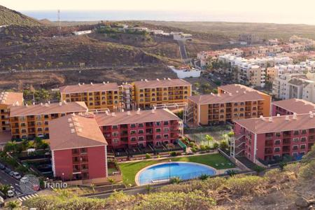 Apartments with pools by the sea for sale in Canary Islands. One-bedroom apartment for sale in Palm-Mar, Tenerife