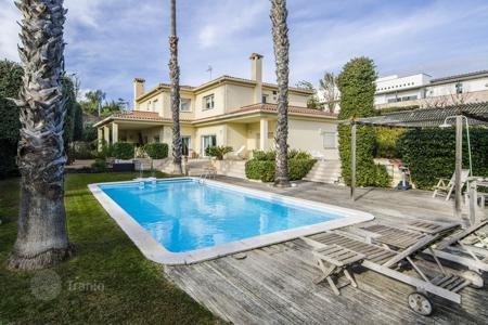 Houses with pools for sale in Badalona. Villa – Badalona, Barcelona, Catalonia, Spain