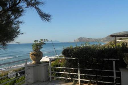 Houses with pools by the sea for sale in Lazio. Villa – Lazio, Italy