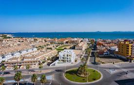 Apartments with pools for sale in Murcia. Ground floor apartment 250 meters from the beach in Los Alcázares