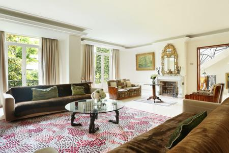 4 bedroom houses for sale in 16th arrondissement of Paris. Paris 16th District – A superb Hotel Particulier in a private street. Villa Montmorency