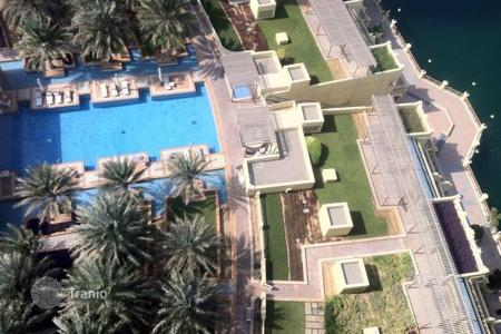 2 bedroom apartments for sale in Western Asia. Fully furnished apartment with sea views in the area of Palm Jumeirah