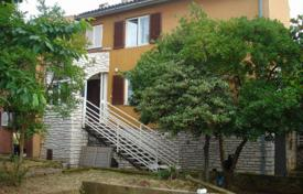 Coastal houses for sale in Rovinj. Spacious two-storey cottage with two terraces, near the beach, Rovinj, Istria County, Croatia