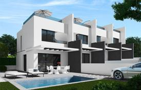 Townhouses for sale in Alicante. 3 bedroom townhouse with private solarium in Villamartin