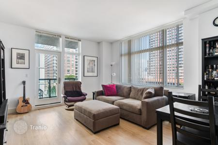 Condos for rent in New York City. Sun Drenched LIC One Bedroom With Balcony Right Off The Park
