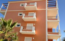 Apartments with pools for sale in Portugal. Apartment with a panoramic view in a recently built residential complex with a pool, Albufeira, Portugal