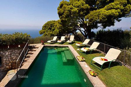 Villas and houses to rent in Amalfi. L 'Annunziata