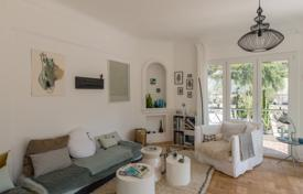 2 bedroom apartments for sale in Nice. Stylish apartment with a terrace and a private garden in a prestigious condominium with a concierge in the center of Cimiez, Nice, France