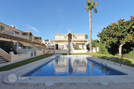 Cheap houses for sale in Alicante. Torrevieja, Villamartin. High Bungalow of 50 m² built. Consists of 2 bedrooms, 1 bathroom